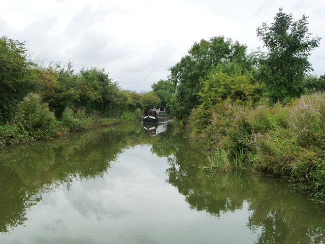 Narrowboat on the Welford Arm