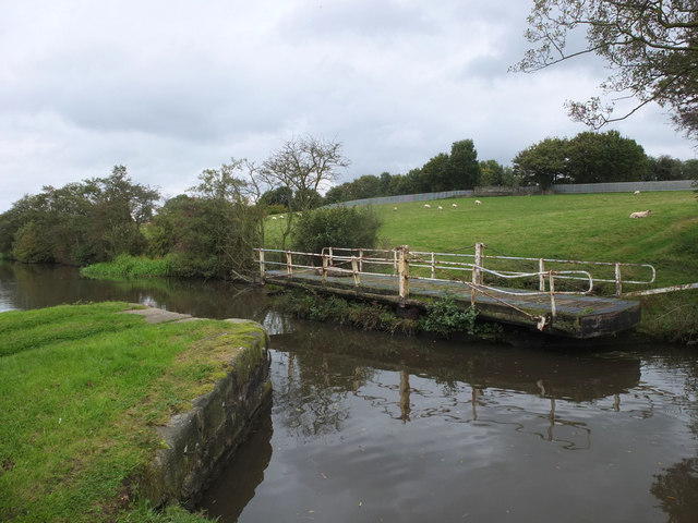 Disused swing bridge (no.44) on the Leeds - Liverpool Canal
