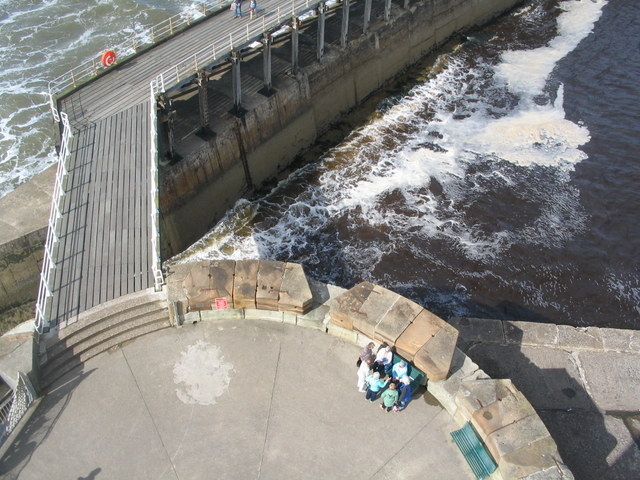 Bridge to West Pier breakwater