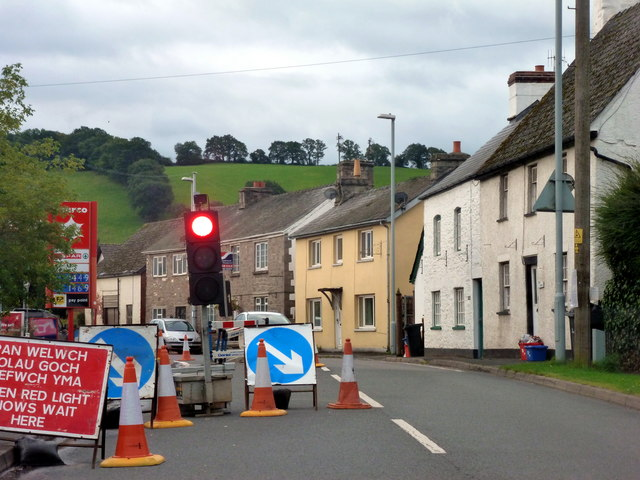 Roadworks in Llyswen