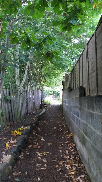 Footpath to Holy Trinity church