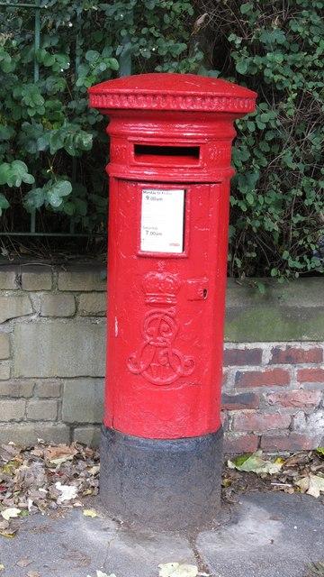 Edward VII postbox, Marine Avenue