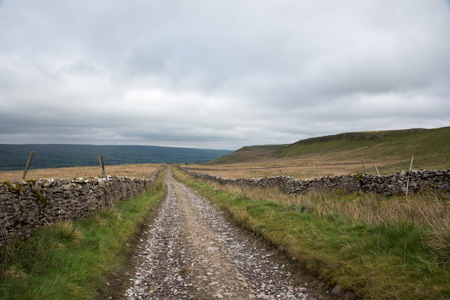 Cam High Road heading east-north-east through moorland