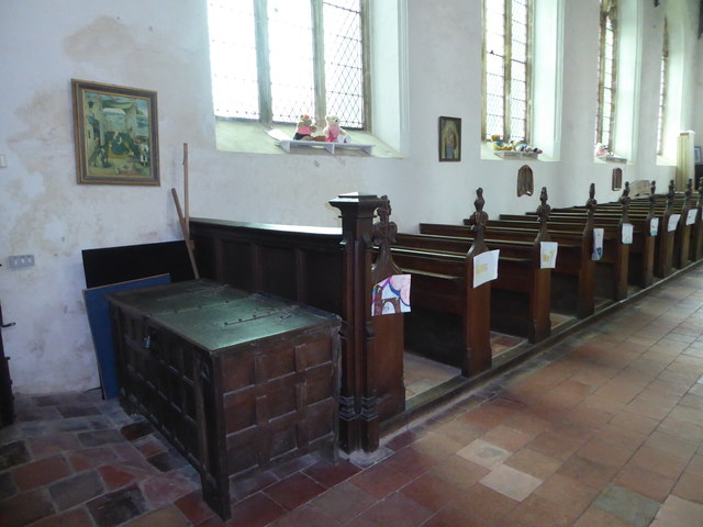 SS Peter & Paul, Carbrooke: side pews