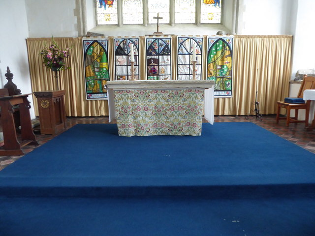 SS Peter & Paul, Carbrooke: altar