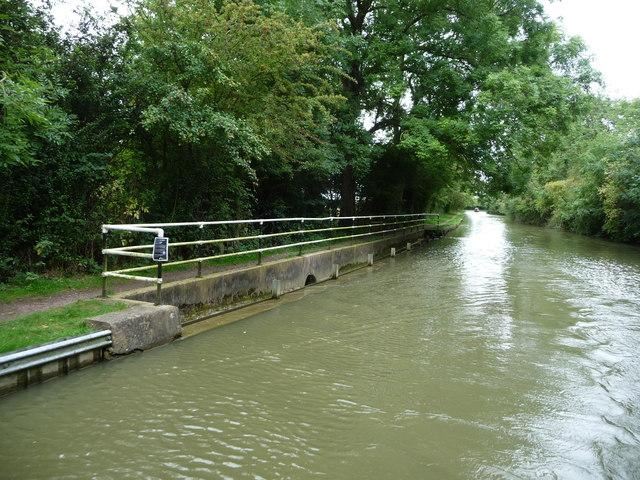 Overflow weir, between bridges 59 and 60