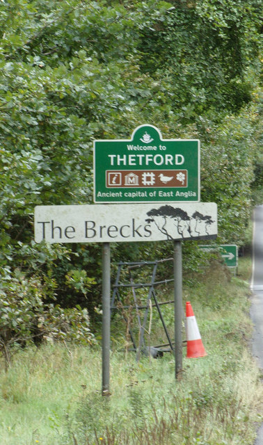 Thetford Town sign on the A134 Mundford Road