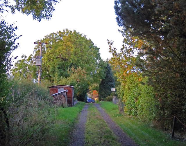 Track past Freezeland Farm northwards