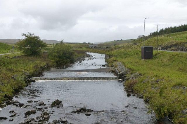 River flow gauge weir