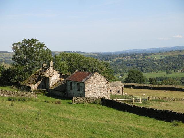 Semi-derelict farm buildings, Phillis Hill