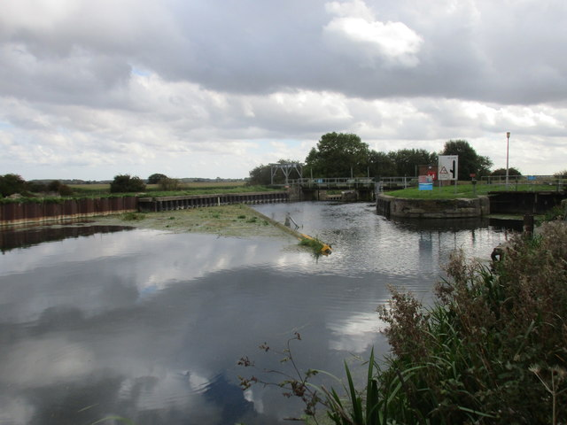 Approaching Hempholme Lock