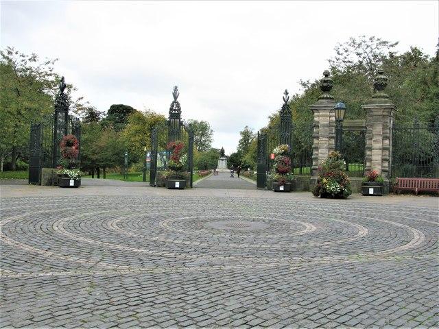 Louise Carnegie Memorial Gates, Pittencrieff Park, Dunfermline