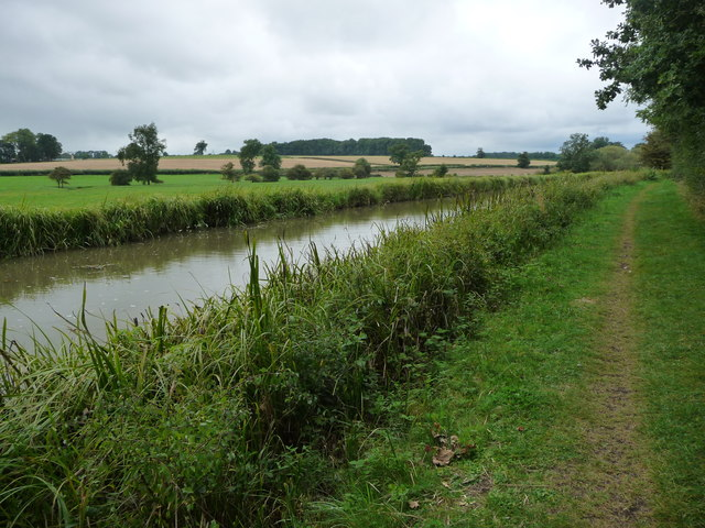 Canal towpath between Pywell's Lock and Crane's Lock