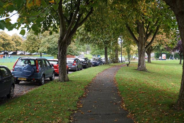 Leafy walk through Lawrence Weston