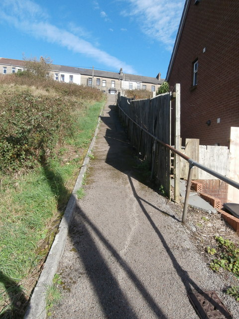 Footpath and steps from Commercial St to High St, Senghenydd