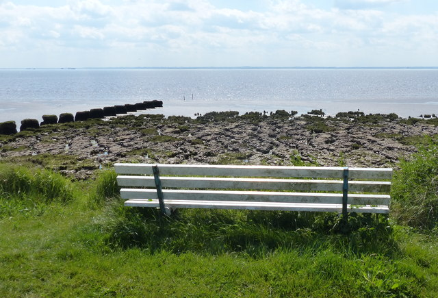 Seat overlooking the Humber shoreline