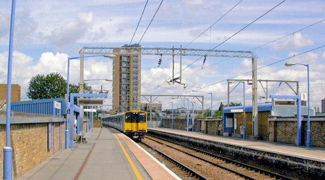 London Fields station, 2009