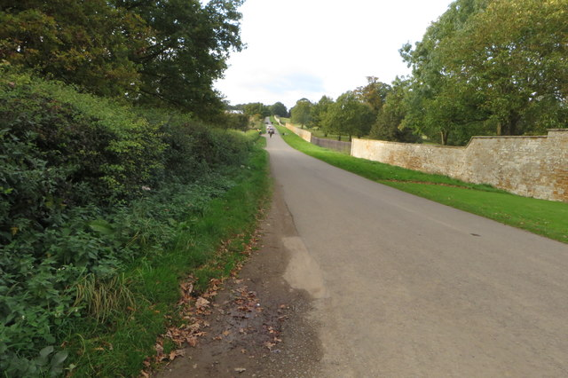 Lane to Great Brington and the wall of the Althorp estate