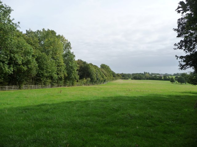 Field crossed by the Jurassic Way, near Watford Locks