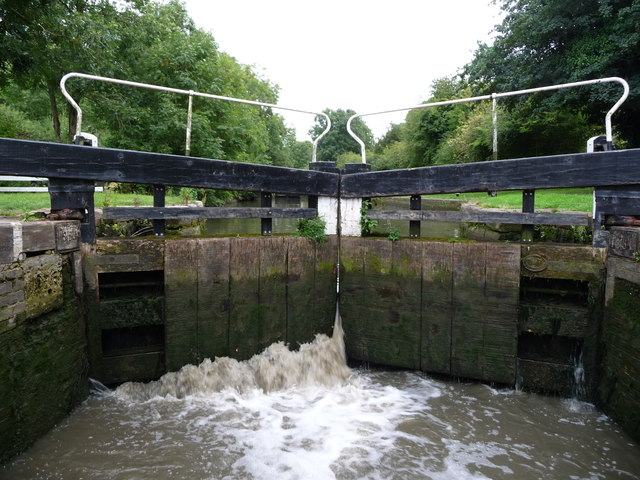 Leaky top gate, Lock 5, Grand Union Canal