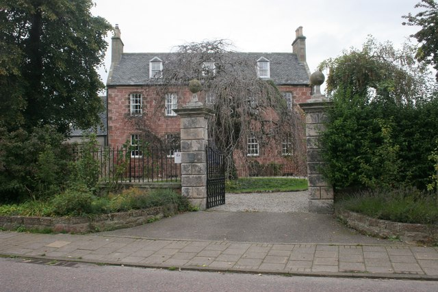 Gates to Forsyth House