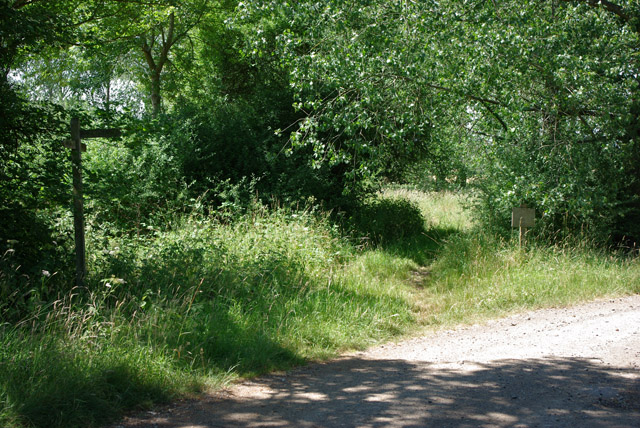 Path junction near Bures Manor