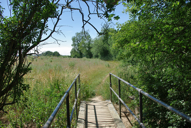 Footbridge and path near Denshot Farm