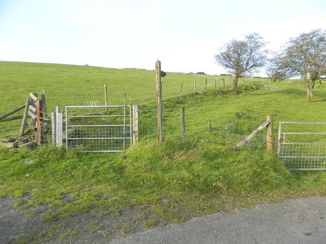 Gate to footpath, Gelliwion Rd, near Ty-draw Farm