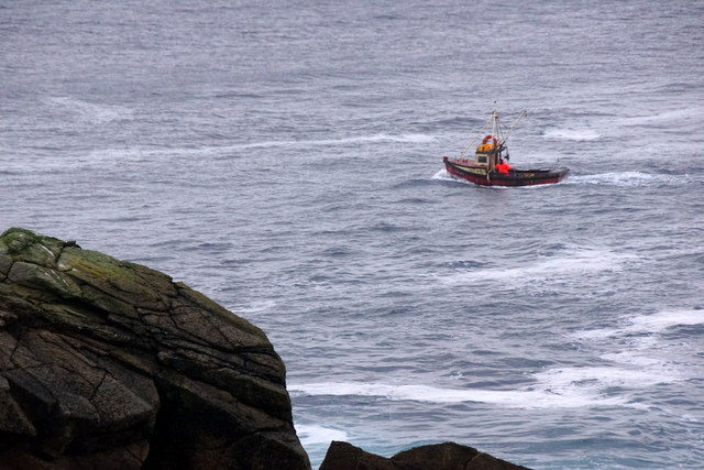 Creel boat passing North Coos, Lamba Ness
