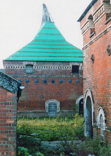 Newark: the former Warwick's Maltings, 2002