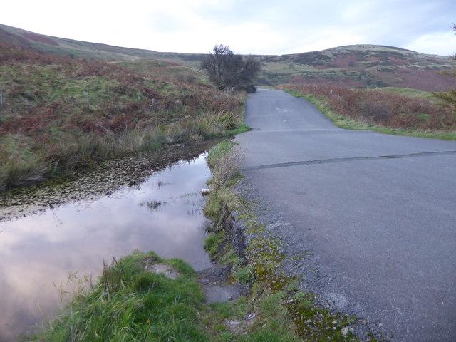 On the way up to the broken road below Mam Tor