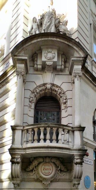 Lloyds Bank Building: Architectural detail