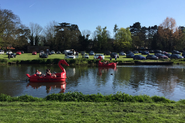 Red dragon to port, Captain – novelty boats on the Avon, Warwick