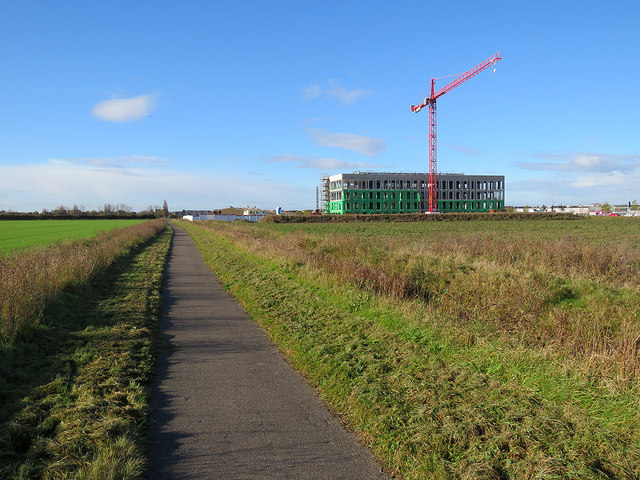 Cambridge Biomedical Campus: red crane, green plastic