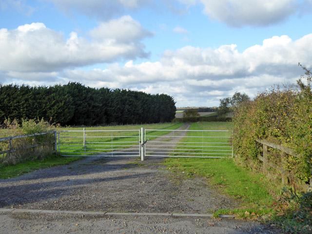 Gated track, Rectory Farm, Abbotsley