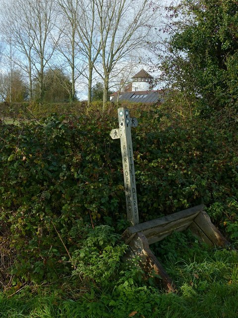 Footpath fingerpost at the junction of Little Derby Way and Airport Way