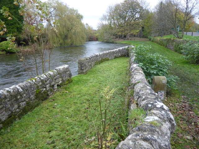 Stone-walled enclosures at Sheepwash Bridge