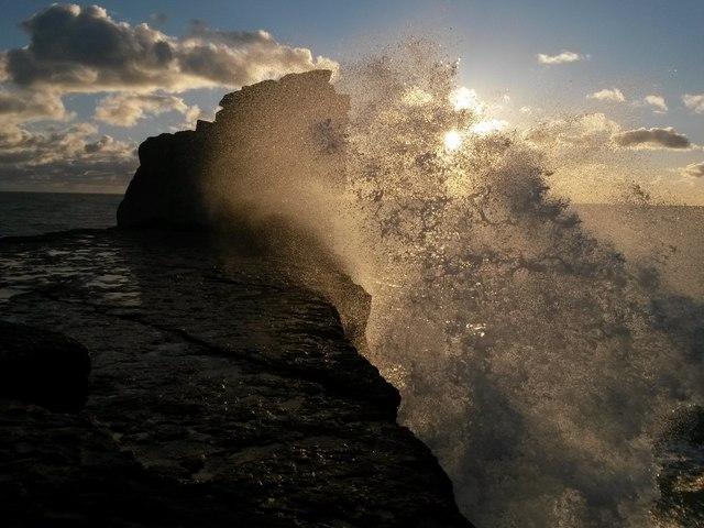 Portland Bill: spectacular seaspray at Pulpit Rock