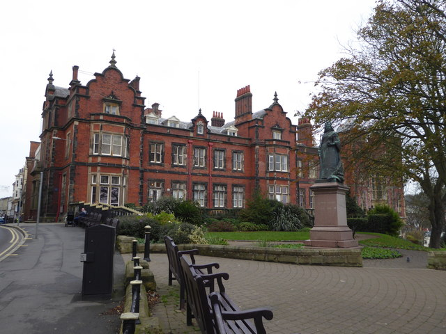 Town Hall and Queen Victoria - Scarborough
