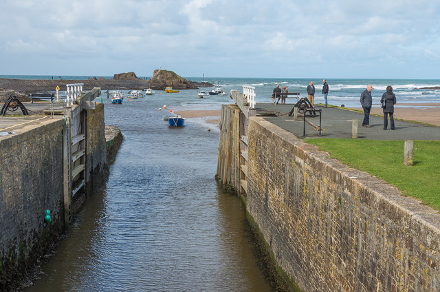 Bude Canal entrance
