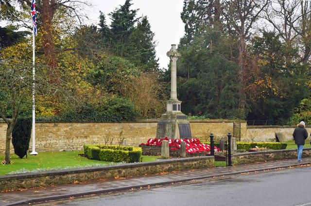 Thame War Memorial (1), Upper High Street, Thame, Oxon