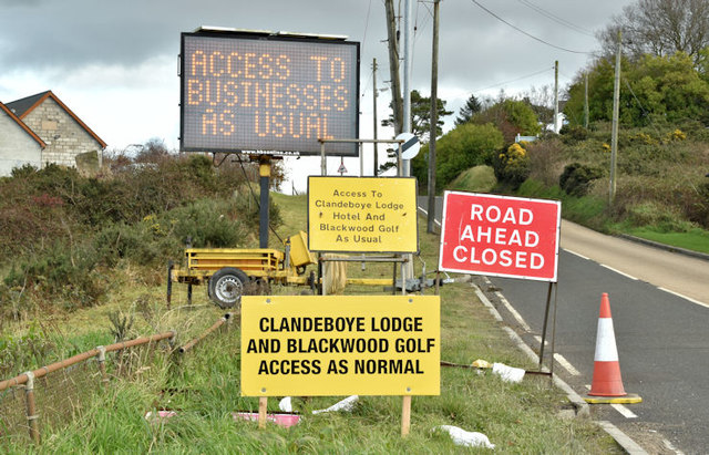 Business as usual signs, Craigantlet (November 2017)