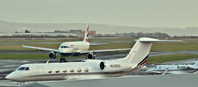 N425QS, G-YEDC and G-EUYH, Belfast City Airport (Deceember 2017)