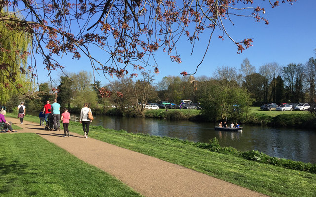 A stroll by the river, St Nicholas Park, Warwick