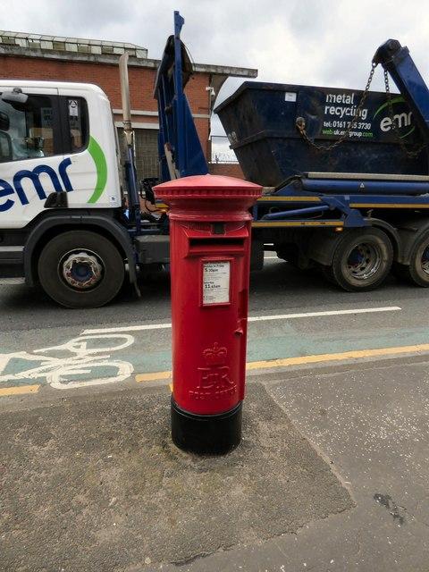 EIIR postbox (M5 218)