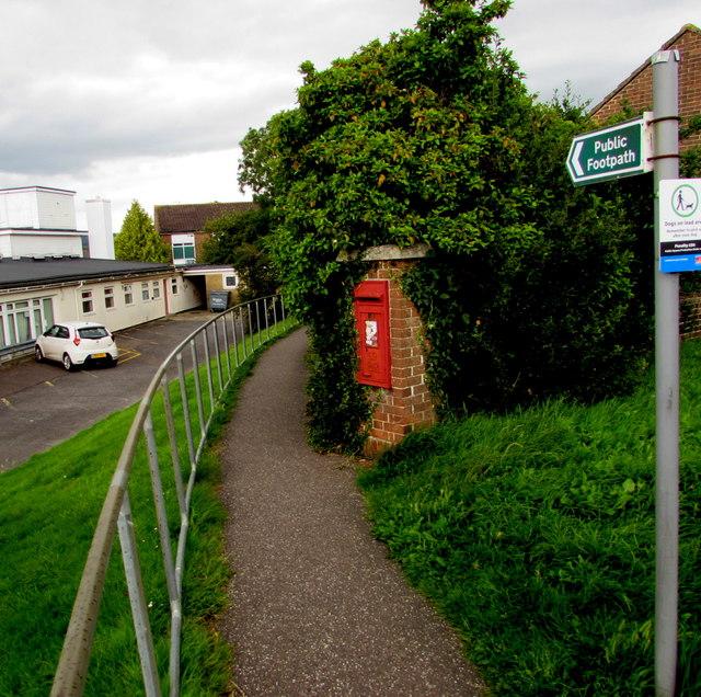 Queen Elizabeth II postbox alongside a public footpath in Honiton