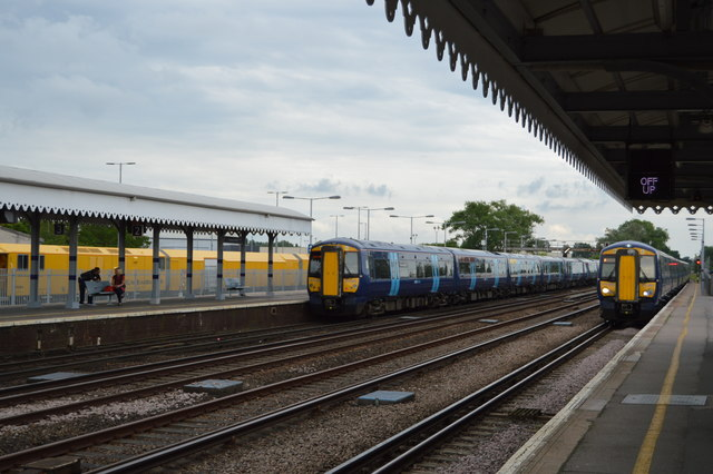 Trains cross at Paddock Wood