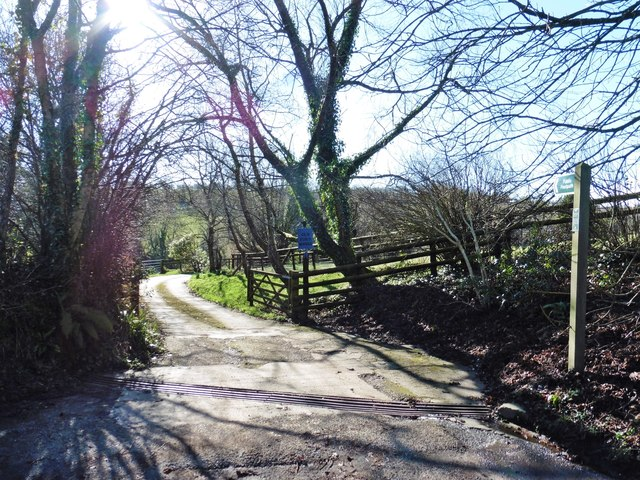 Track to old ford house roger cornfoot geograph for Classic house tracks