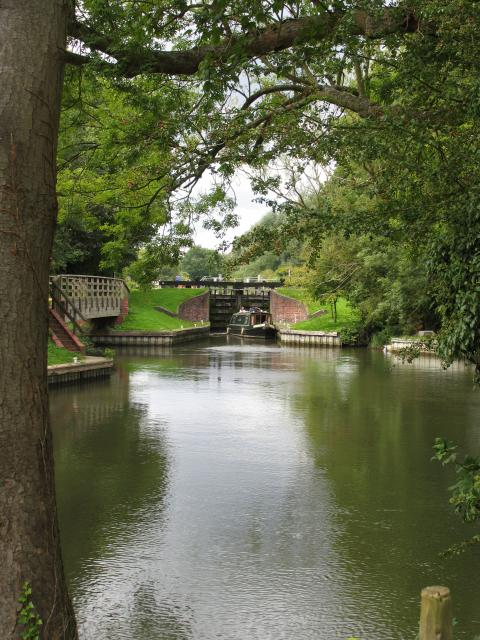 Woolhampton Lock viewed from the Swing Bridge