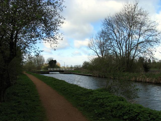 Oxlease Bridge: Kennet and Avon Canal